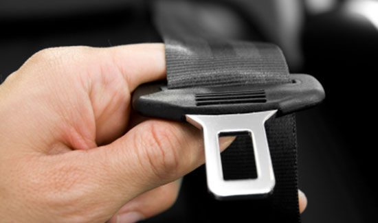 wearing seatbelt saves lives Essay seatbelts save lives 1313 words 6 pages one of the reason's seatbelts have been able to save lives are because it could have less likely caused you to wreck or get hurt from not wearing your seatbelt during this time.